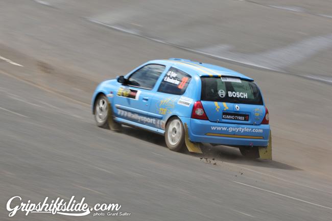 Renault clio mud falling off