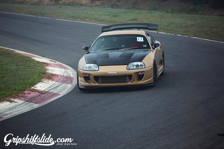 track racing Mitsubishi evo 10