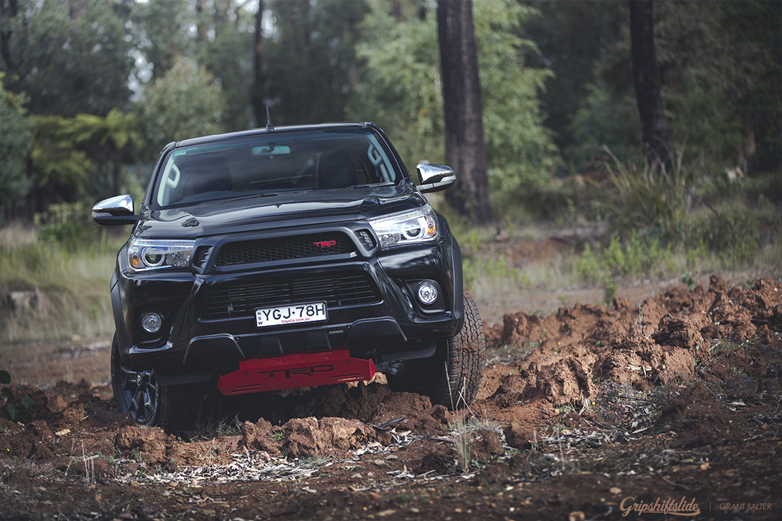 hilux going 4x4ing